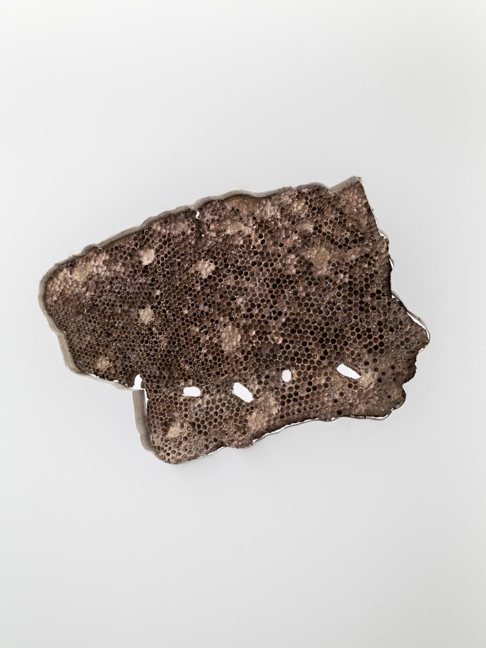 Simul et singulis, Lulu Nuti, bronze, 37x25x3 cm, 2019 © GALERIE CHLOE SALGADO